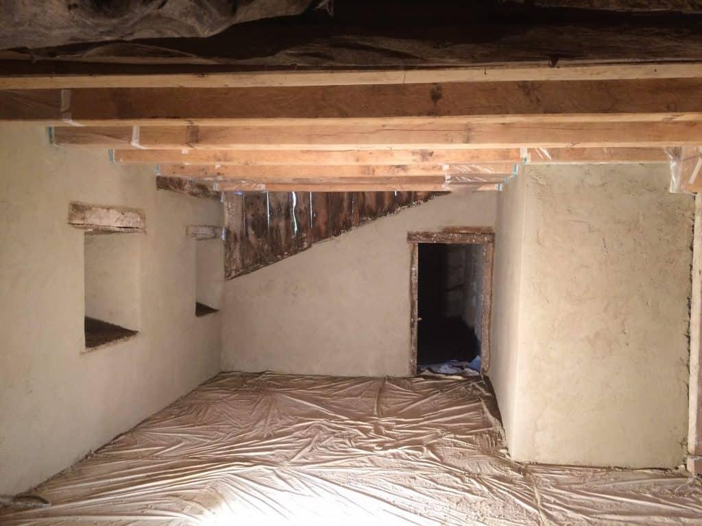 Murs préparés avec gobetis, corps d'enduit et enduit de finition. Stage CMA Cantal