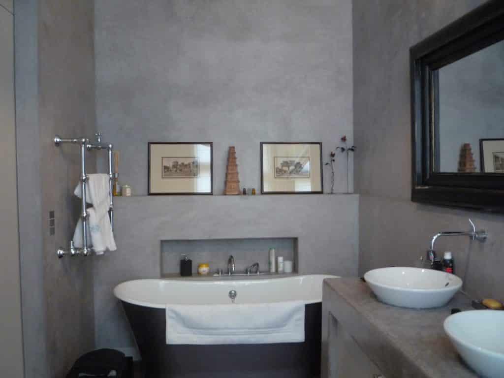 Salle de bain en tadelakt chic et sobre