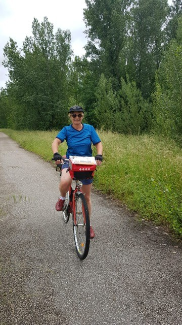 sur mon vélo, au départ de mon périple