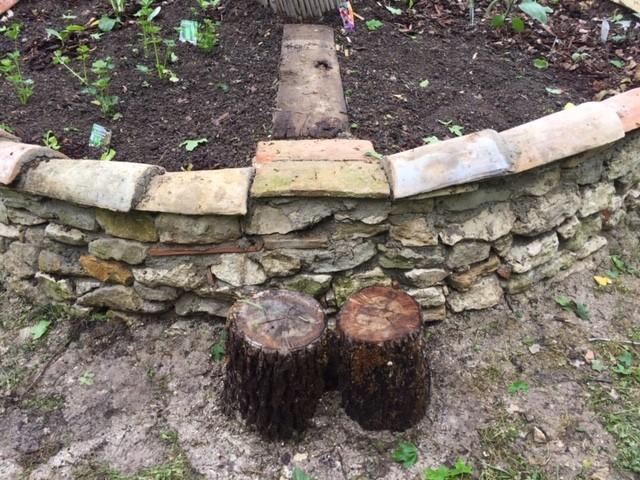 Stone wall - Tree stump